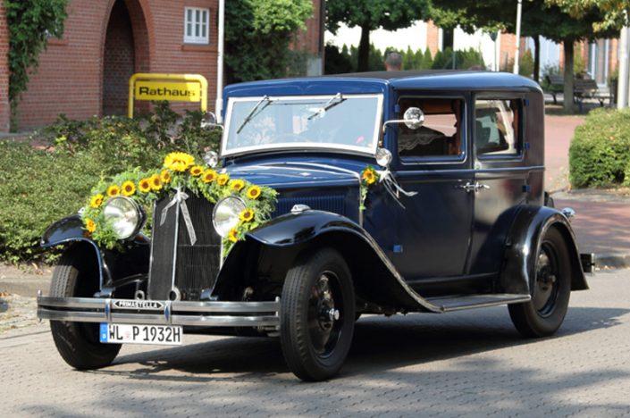 Dekoriertes Hochzeitsauto